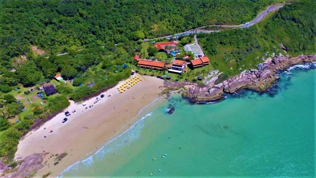 Praia em Bombinhas  Atalaia